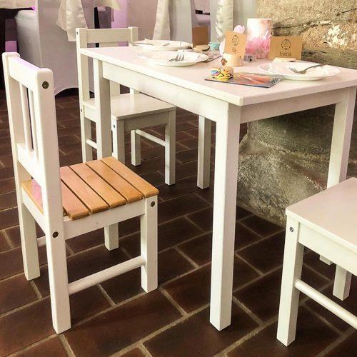 Kindertisch und Stühle zum Mieten